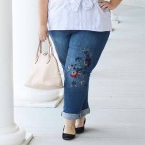 D/C Slightly Curvy Floral Embroidered Jeans